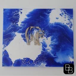 Tableau fluid painting, sculpture en bois, ours stylisé, peinture acrylique